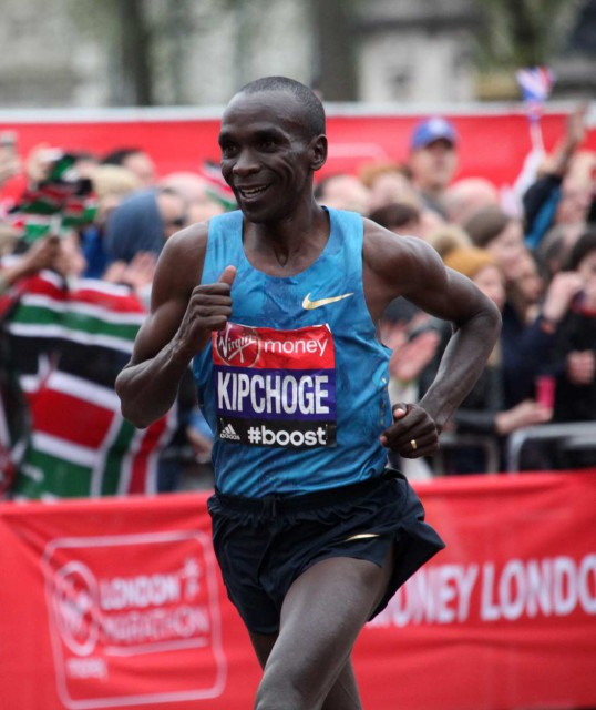 london-2015-kipchoge-finish-42k