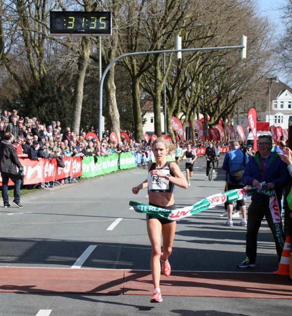 pb-osterlauf-2016-10k-winner-fmale