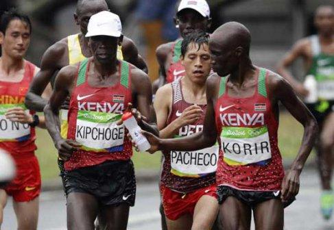 olmypia-rio-2016-marathon-bottle-korir-kipchoge