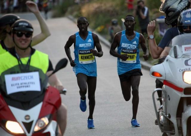 olomouc-half-2017-15km-leaders