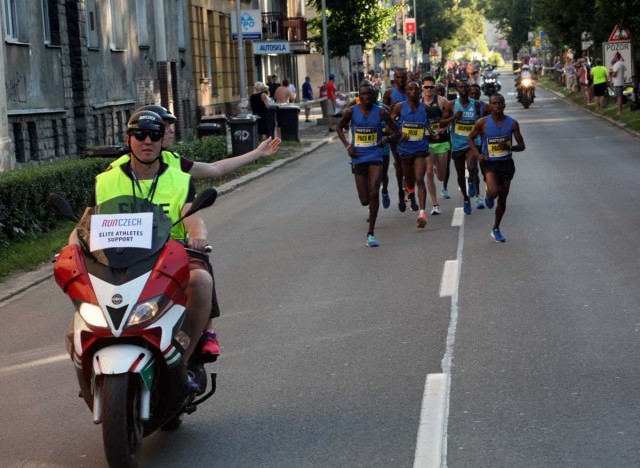 olomouc-half-2017-2km-leaders