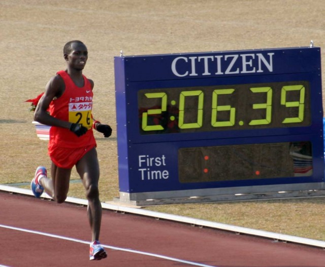 wanjiru-fukuoka-2007-finish-clock