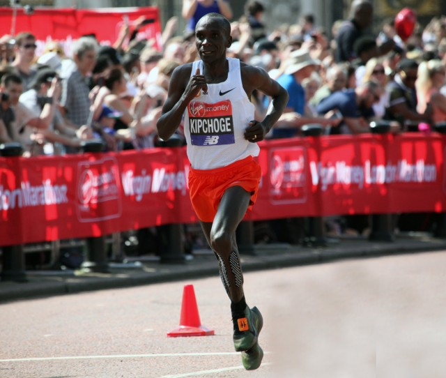 london-mar-2018-kipchoge-200m-vor-ziel-low-res