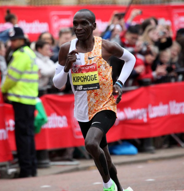 london-mar-2019-race-kipchoge-vor-ziel